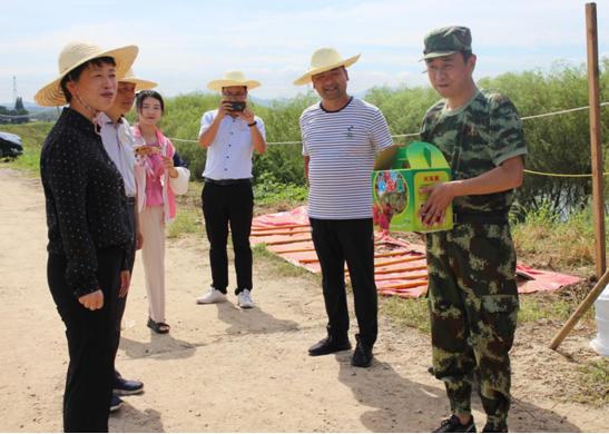 市委常委、宣传部部长李萍一行慰问高温下坚守岗位的防汛一线队员